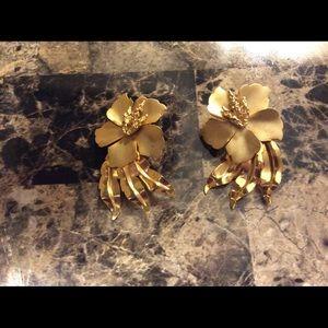 Beautiful large mat and shiny goldtone earrings